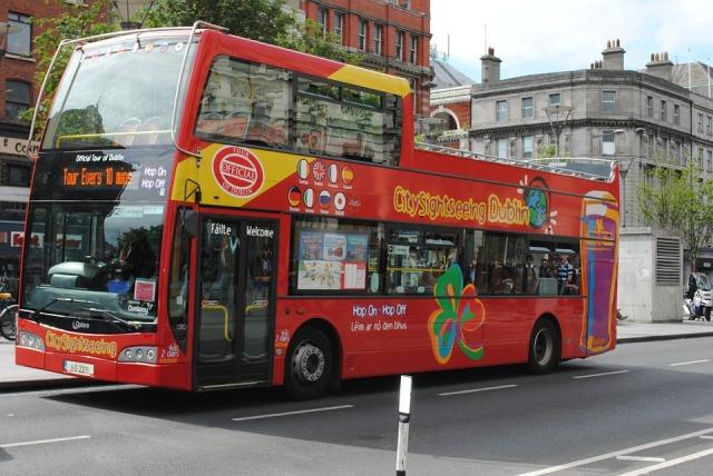 bus-605584_960_720