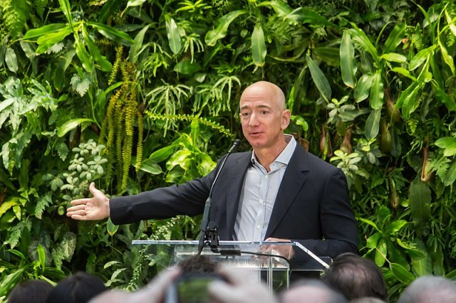 800px-Jeff_Bezos_at_Amazon_Spheres_Grand_Opening_in_Seattle_-_2018_39074799225